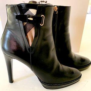 Burberry shiny black leather boots Nova Check Eu40